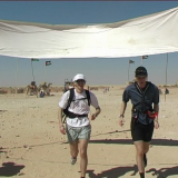Fredrik och Johan Persson springer Sahara Marathon 2004.