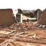 """Hus och byggnader av lera """"smälter"""" ner i de häftiga regnen."""