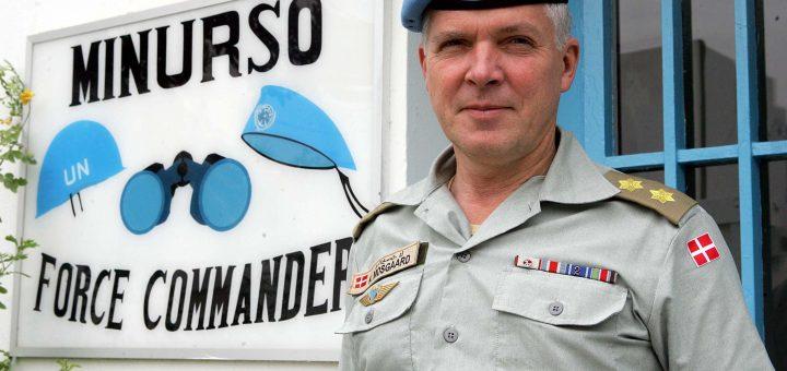 Dansken Kurt Mosgaard, chef för MINURSO-styrkan 2005-2007,  plockade ned Marockos flagga från FN-byggnaden. För det höll han på att få sparken från FN.