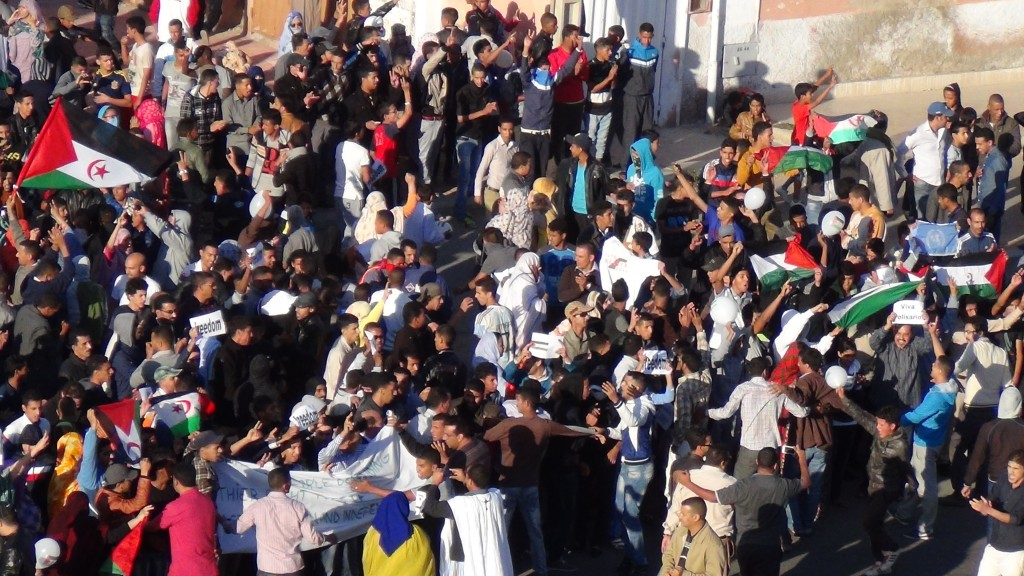 Fredliga demonstrationer mot den marockanska ockupationen i El Aaiún 2005 och 2013. Foto: Anonym